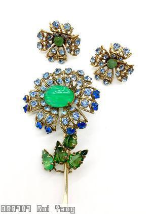 Schreiner long stem daisy flower 7 lace petal large oval center 4 leaf green ice blue lapis jewelry