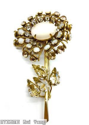 Schreiner long stem daisy flower 7 lace petal large oval center 4 leaf moonglow white crystal goldtone jewelry