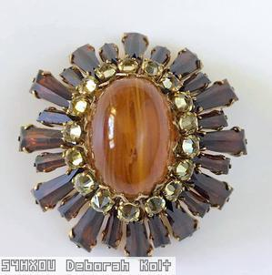 Schreiner oval high domed keystone ruffle pin large oval center varied length keystone root beer keystone champagne inverted surrounding stone marbled amber large oval cab center goldtone jewelry